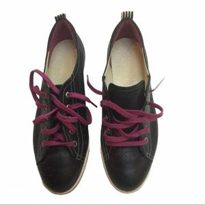 ECCO black leather sneakers with purple shoelaces